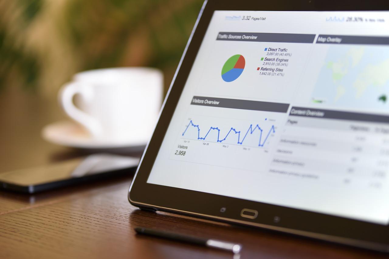 ホームページ作成サービスの有料プランとSEOについて